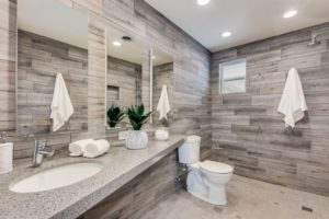 301 E Berridge Ln Master Bath